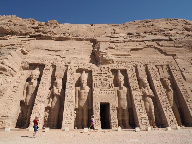 abu-simbel-temple-2703666_1920.jpg