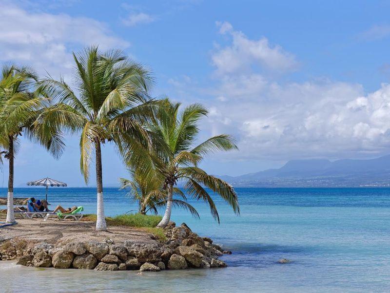 beach-4069345_1920.jpg