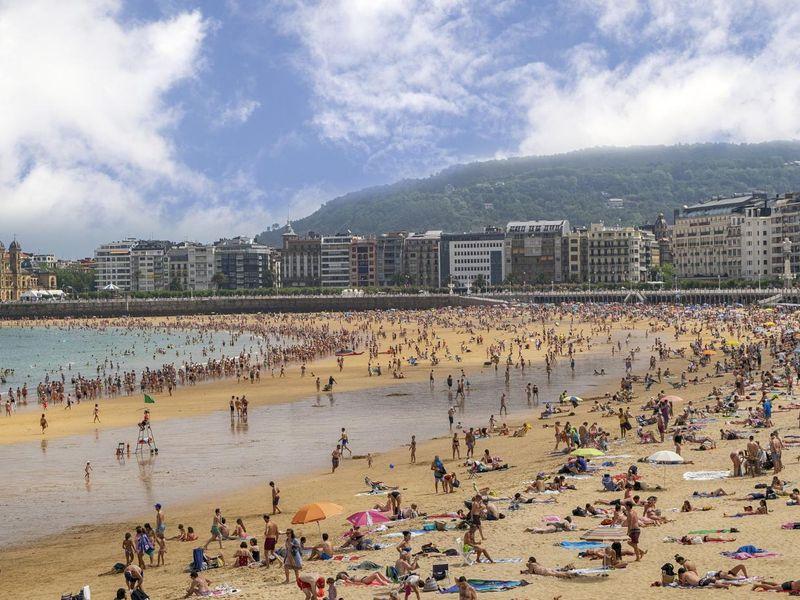 beach-4365491_1920.jpg