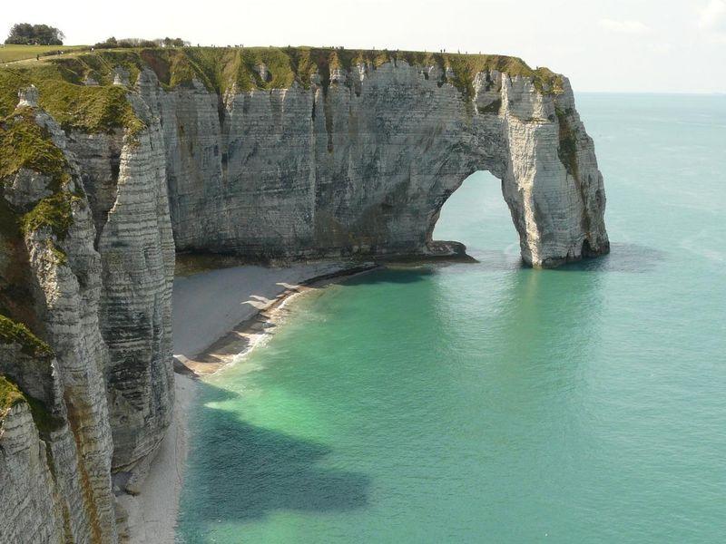cliffs-111534_1920.jpg