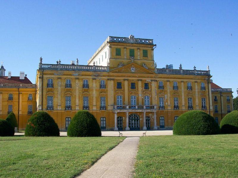 esterhazy-palace-89510_1920.jpg