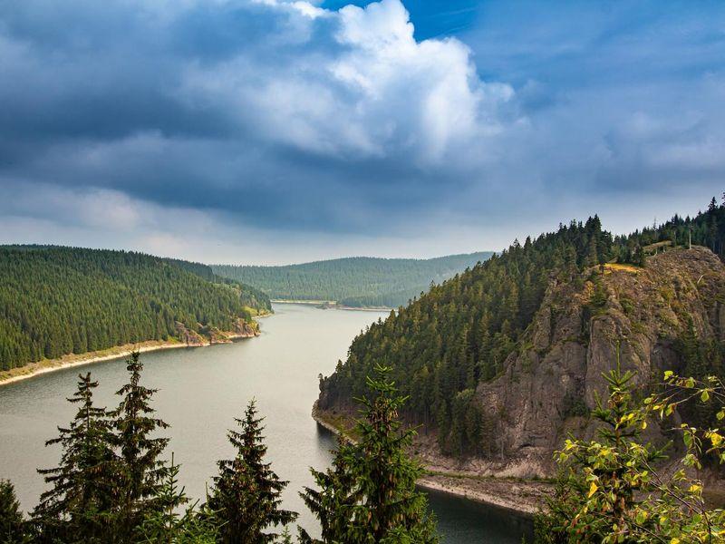 lake-4832693_1920.jpg