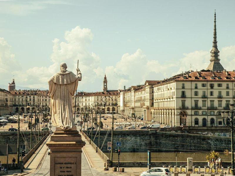 piazza-vittorio-438449_1920.jpg