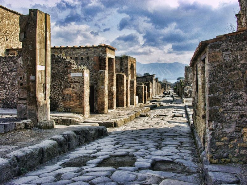 pompeii-2375135_1920.jpg
