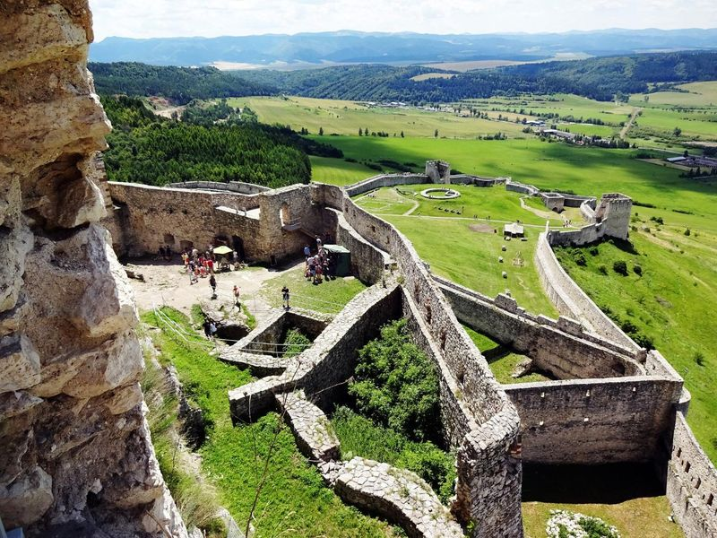 spis-castle-1633050_1920.jpg