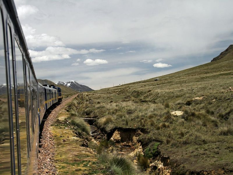 train-1040123_1920.jpg