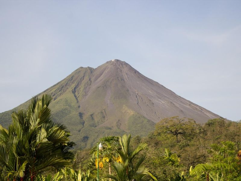 volcano-2124889_1920.jpg