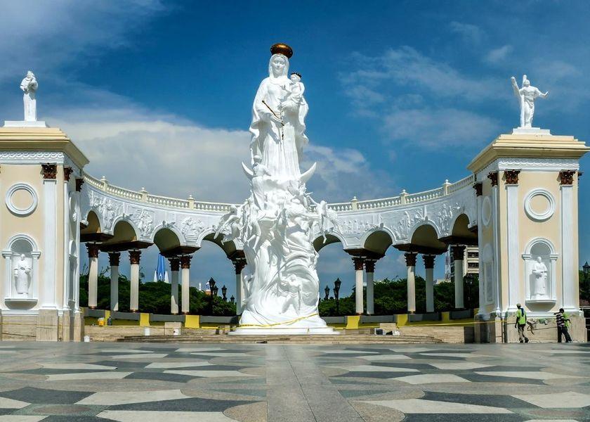 monument-to-the-virgin-109145_1920.jpg